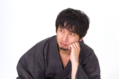 N853_katahijiwotatetekangaekomudansei500